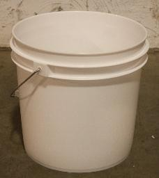 2 GALLON FERMENTING BUCKET with Lid
